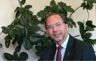 Former UNAIDS Executive Director Dr Peter Piot wins prestigious Africa Health Prize